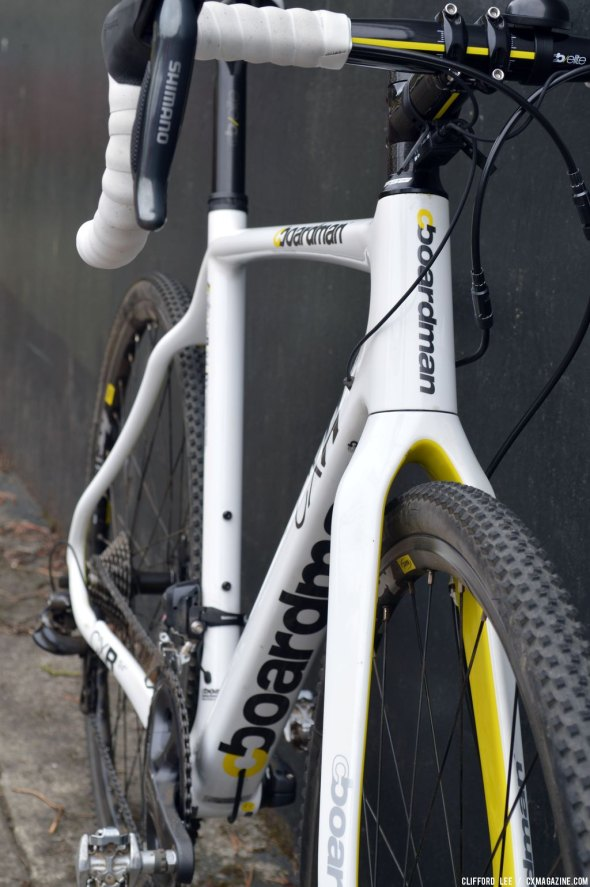 Internal routing makes this white bike look sleek (til the mud hits). © Clifford Lee