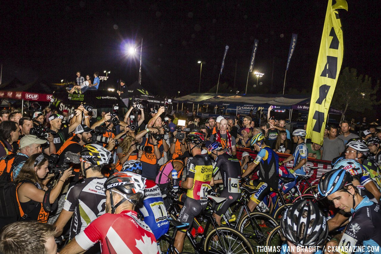 the-mass-of-photographers-at-the-start-have-their-lenses-focused-mostly-on-sven-nys-2014-crossvegas-thomas-van-bracht-peloton-photos