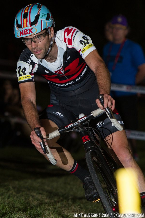 justin-lindine-getting-rad-with-his-visor-riding-tubeless-and-last-years-bike-cross-vegas-2014-mikealbrightcom-cyclocross-magazine