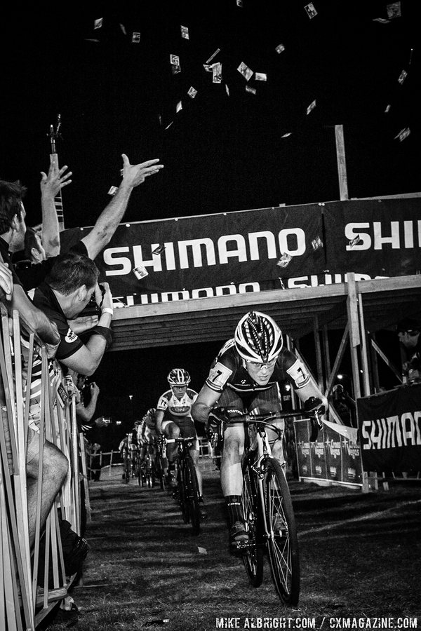 compton-nash-and-the-field-had-to-duck-to-avoid-stripper-cards-and-beer-sprays-from-hecklers-while-a-blogger-photographs-it-all-cross-vegas-2014-mikealbrightcom-cyclocross-magazine