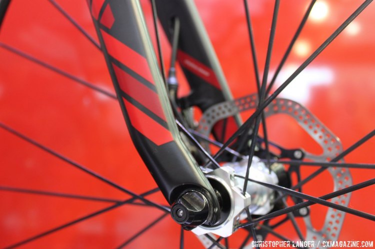 The brake cables run internally through the fork. © Christopher Langer