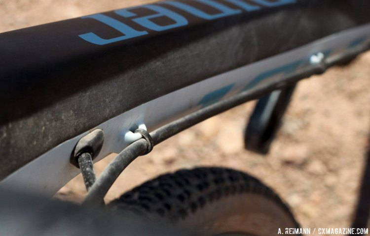 Niner has an internal derailer housing routing, but kept the hydraulics external to show their love for the mechanics. © Cyclocross Magazine