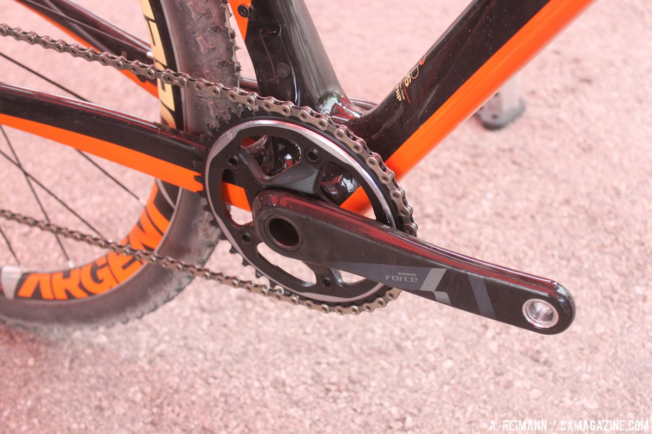 single-chainrings-are-all-the-rage-but-the-jamis-also-offers-an-accomidation-for-di2-and-bolts-for-a-front-derailleur-andrew-reimann
