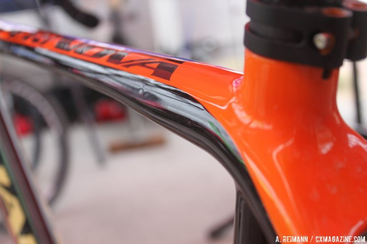 The top tube has a slight contour on its underbelly, making it a pleasure to both grip and shoulder. © Andrew Reimann