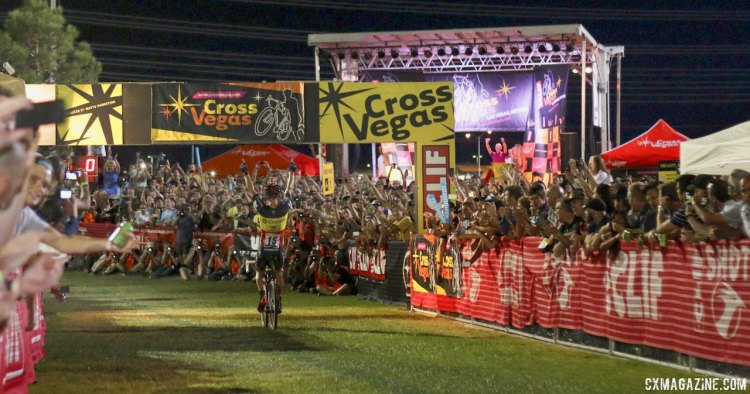 Sven Nys remains undefeated in the States with a defense in Vegas. © Cyclocross Magazine