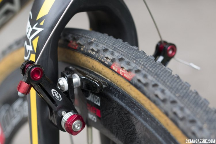 Avid Ultimate cantilever brakes offer plenty of adjustment and clearance. © Cyclocross Magazine
