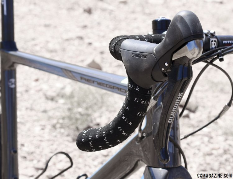Shimano ST-R685 shifters and Fizik superlight touch decorate the handlebars. © Cyclocross Magazine