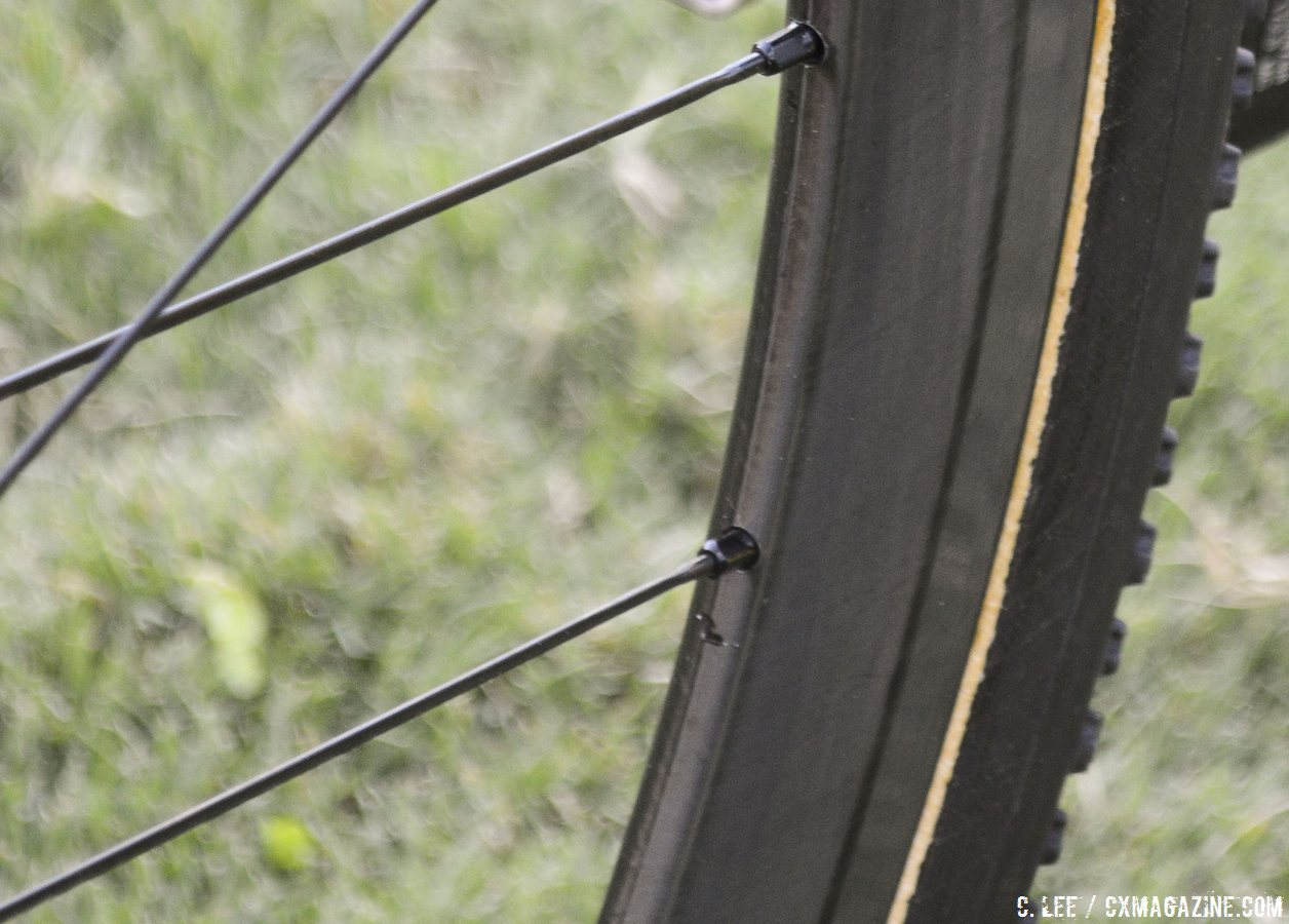 asymmetrical-carbon-tubular-rims-on-the-front-the-right-side-is-flat-while-the-left-side-is-offset-almost-looking-like-a-brake-track-crossvegas-2014-cyclocross-magazine
