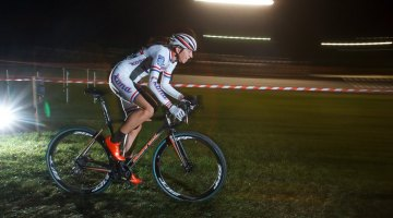 Helen Wyman (Kona Factory Racing) showed the sportsmanship and athleticism of a true champion under the lights at the Midnight Ride of Cyclocross. © Russ Campbell