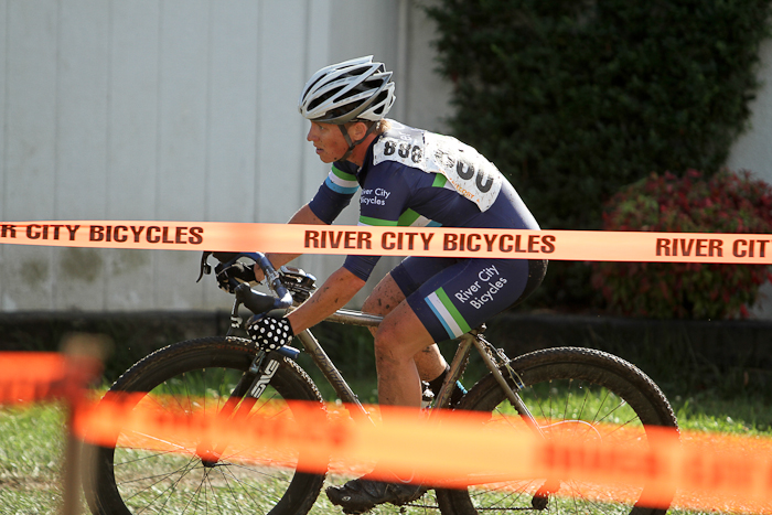 Megan Chinburg led early and kept it for the opening race of the Cross Crusade Series. © Pat Malach