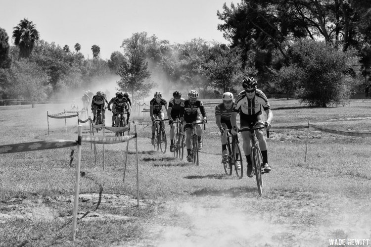 The mens Bs race heads through the dust to the double run-up section. © Wade Hewitt