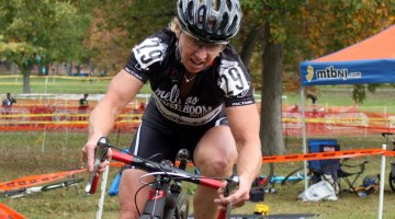 Laura Van Gilder paced her race intelligently to take the win. © Andrew Reimann