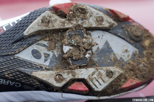 The cleat is designed to evacuate mud, but still collects it. Entry and exit still work just fine. Look S-Track MTB / cyclocross pedal reviewed. © Cyclocross Magazine