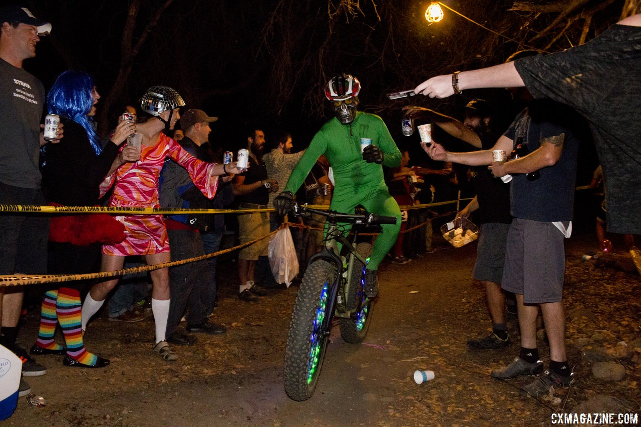 most-race-promoters-get-a-bit-nervous-when-the-head-of-parks-rec-shows-up-folsoms-manager-fully-participates-in-rodeo-cross-cyclocross-magazine
