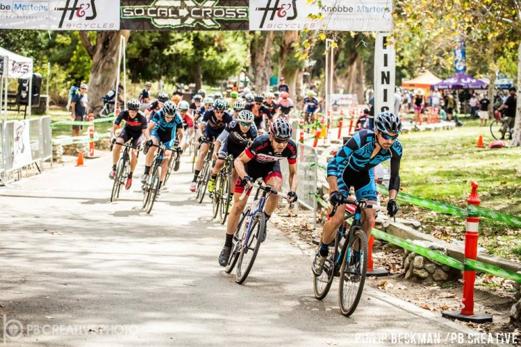 David Sheek (SDG/Bellwether p/b Krema Peanut Butter) has turned into a holeshot machine. On Saturday he led Brent Prenzlow (Celo Pacific) and Bailey Eckles (The TEAM SoCalCross) at the start of Elite Men's A. © Philip Beckman/PB Creative