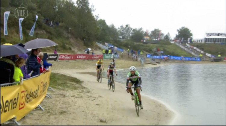 As with most Dutch races, there was plenty of sand - 2014 Superprestige Gieten women's race - vier.be video screenshot