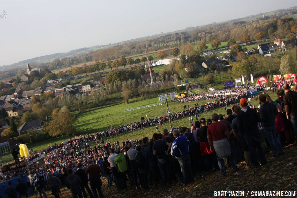 clear-skies-and-a-massive-turnout-for-the-2014-koppenbergcross-bart-hazen-cyclocross-magazine