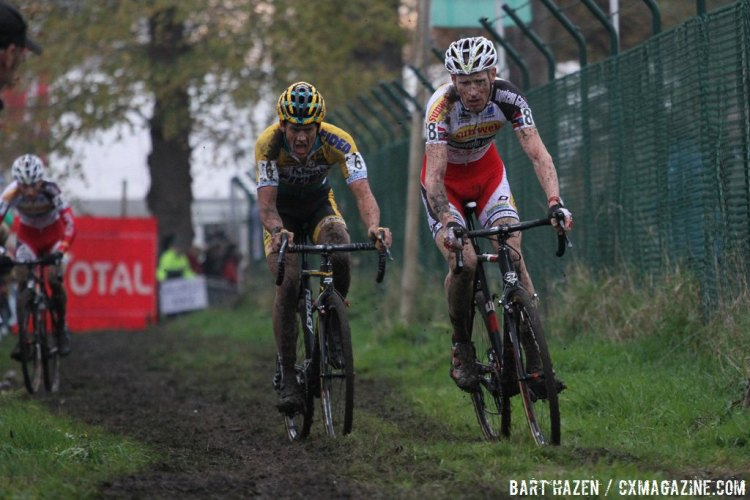 Klaas Vantornout, Kevin Pauwels and Tom Meeusen battled for much of the race, although Meeusen drifted back in the last few laps. © Bart Hazen