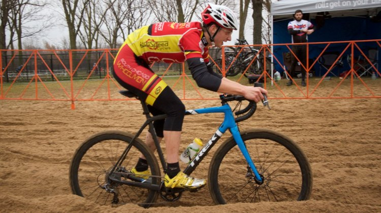 By midday, the main-rut in the sand pit was bottom bracket deep. Michael Dutczak (Crete, IL) committed to that rut.