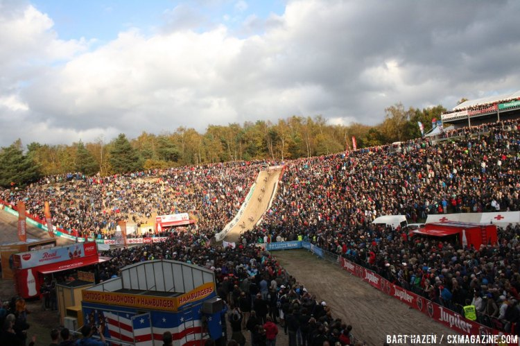 A roaring crowd set the ambiance in Zonhoven. © Bart Hazen