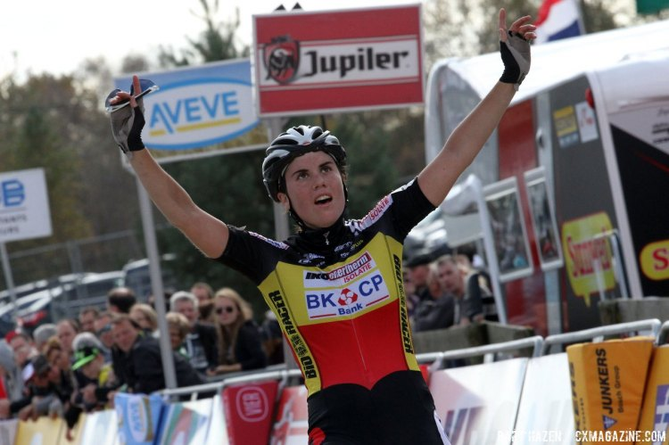 Sanne Cant won the Superprestige in Zonhoven over Nikki Harris and Ellen Loy. © Bart Hazen