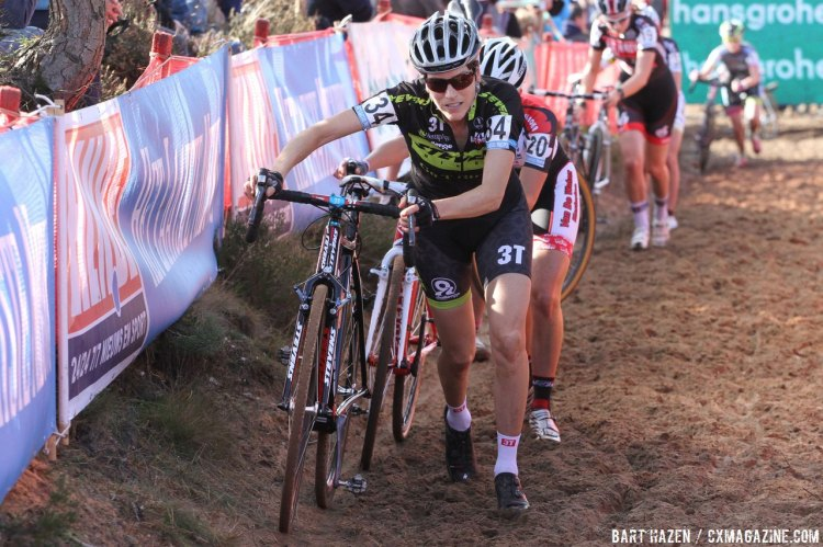 Contributing Cyclocross Magazine writer Christine Vardaros rode well for sixteenth. © Bart Hazen