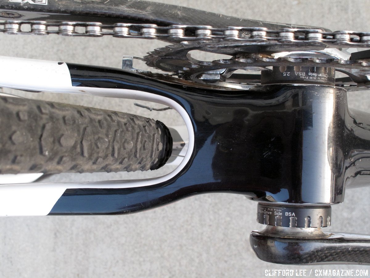 the-lack-of-accessibility-to-the-rear-cable-near-the-bottom-bracket-shell-can-make-setup-a-little-tricky-cyclocross-magazine