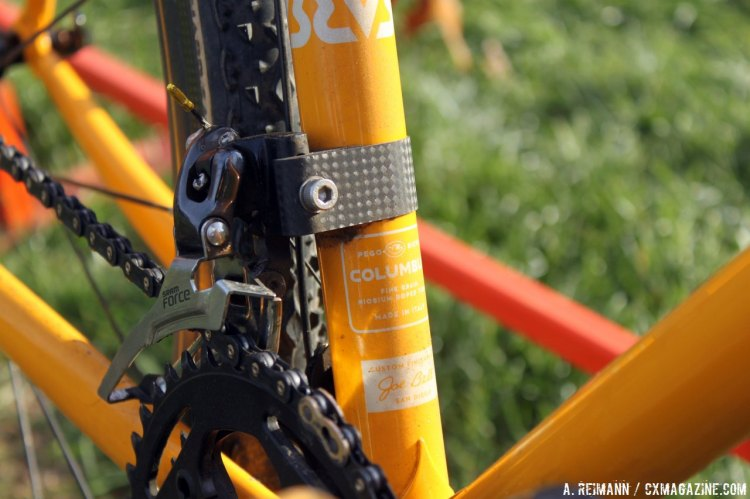 The Columbus tubing and the carbon fiber derailleur hanger provide an eclectic look by the crankarms. © Andrew Reimann