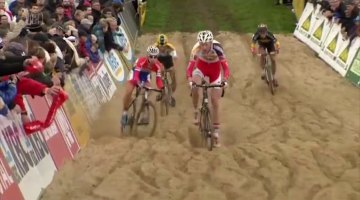 The elite men playing in the sand at Ruddervoorde, not the greatest factor in the race compared to the tight corners. Photo grabbed from UCI footage.