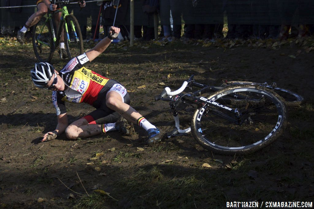 sanne-cant-took-a-spill-on-a-tricky-slick-corner-bart-hazen-cyclocross-magazine