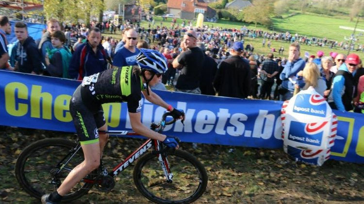 Tripoding on the off-cambers at Koppenburgcross. © Crosfotograaf-Marc