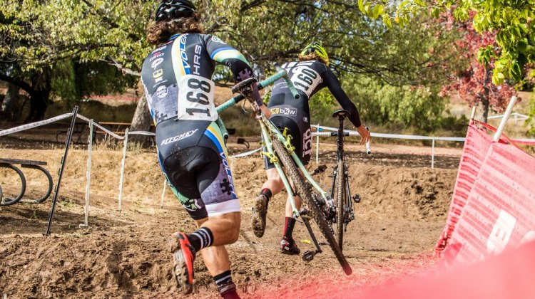 Interlopers: Alexander Howard (BullShark) leads Andrew Juliano (Voler/HRS/Rock Lobster) early in Men's A. Both were new to SoCalCross. © Philip Beckman/PB Creative