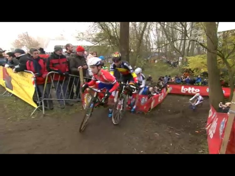 Lars van der Haar bobbles on a short climb, with Sven Nys caught behind. Photo grabbed from Sporza/UCI
