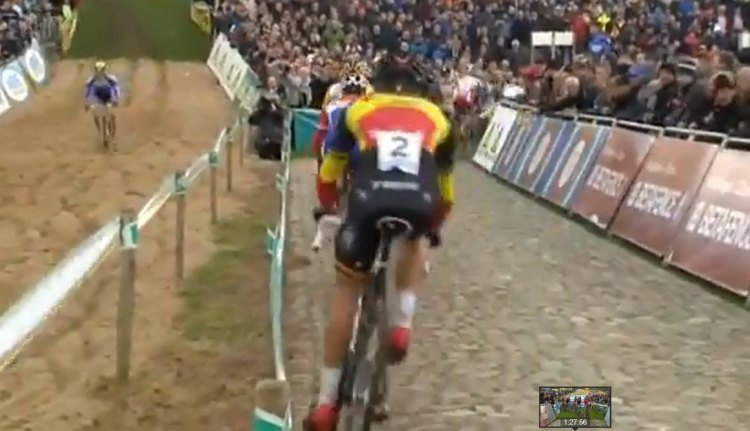 Sand, cobbles, and grass: what more could you want from a classic course? Photo grabbed from UCI footage.