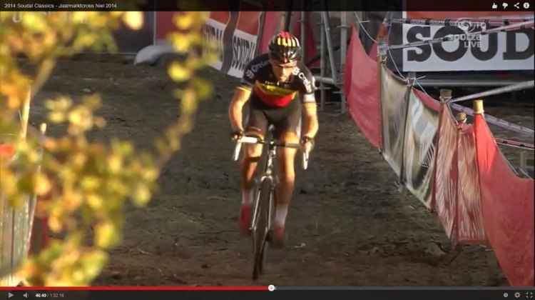Sven Nys takes control of the elegant course of Jaarmarkt Cross. Shot taken from video of Sporza / UCI.