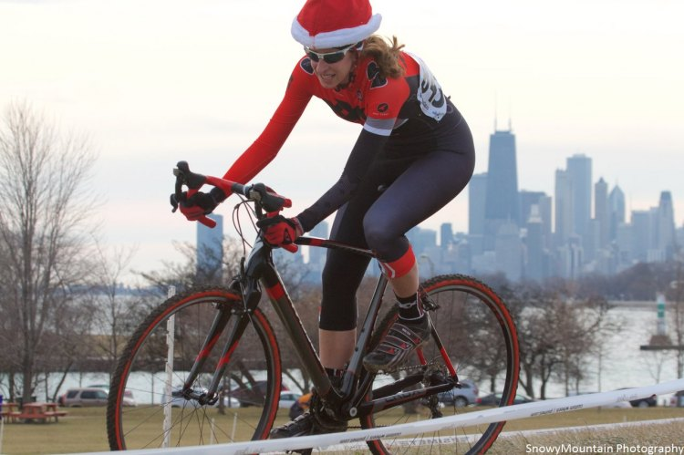 Sue Wellinghoff (Chicago, IL) shows a little holiday spirit in the women's 4s race. © SnowyMountian Photography