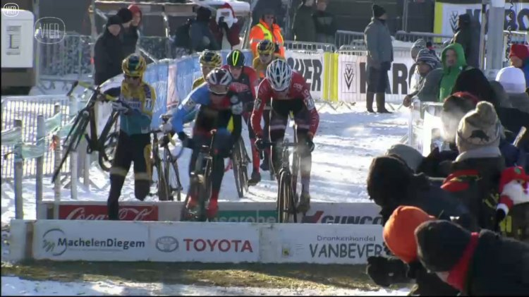 Johan Jacobs takes the barriers head on, although he gets a shoulder at the wrong time. photo: vier.be screenshot