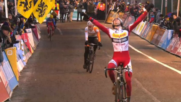 Vanthourenhout enthralled with a win in Diegem. photo: vier.be screenshot