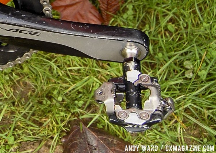 Sumner uses unmodified XTR pedals, which are not known for their mud clearing ability. © Andy Ward / Cyclocross Magazine