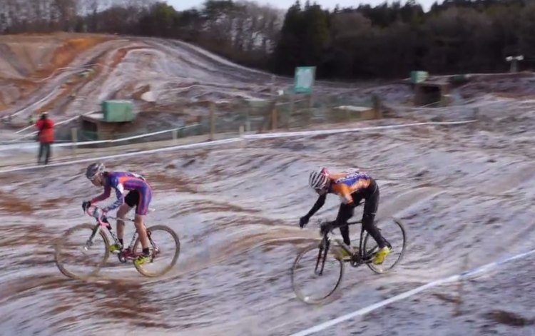 The Azencross-like rollers added challenge and intrigue to the 2014 Japan Cyclocross National Championships. photo: pigmon video