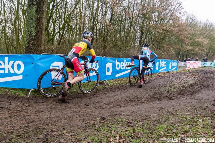 Sweeck gave Vanthourenhout chase at Hoogerheide, and eventually overtook him. © Thomas van Bracht / Cyclocross Magazine