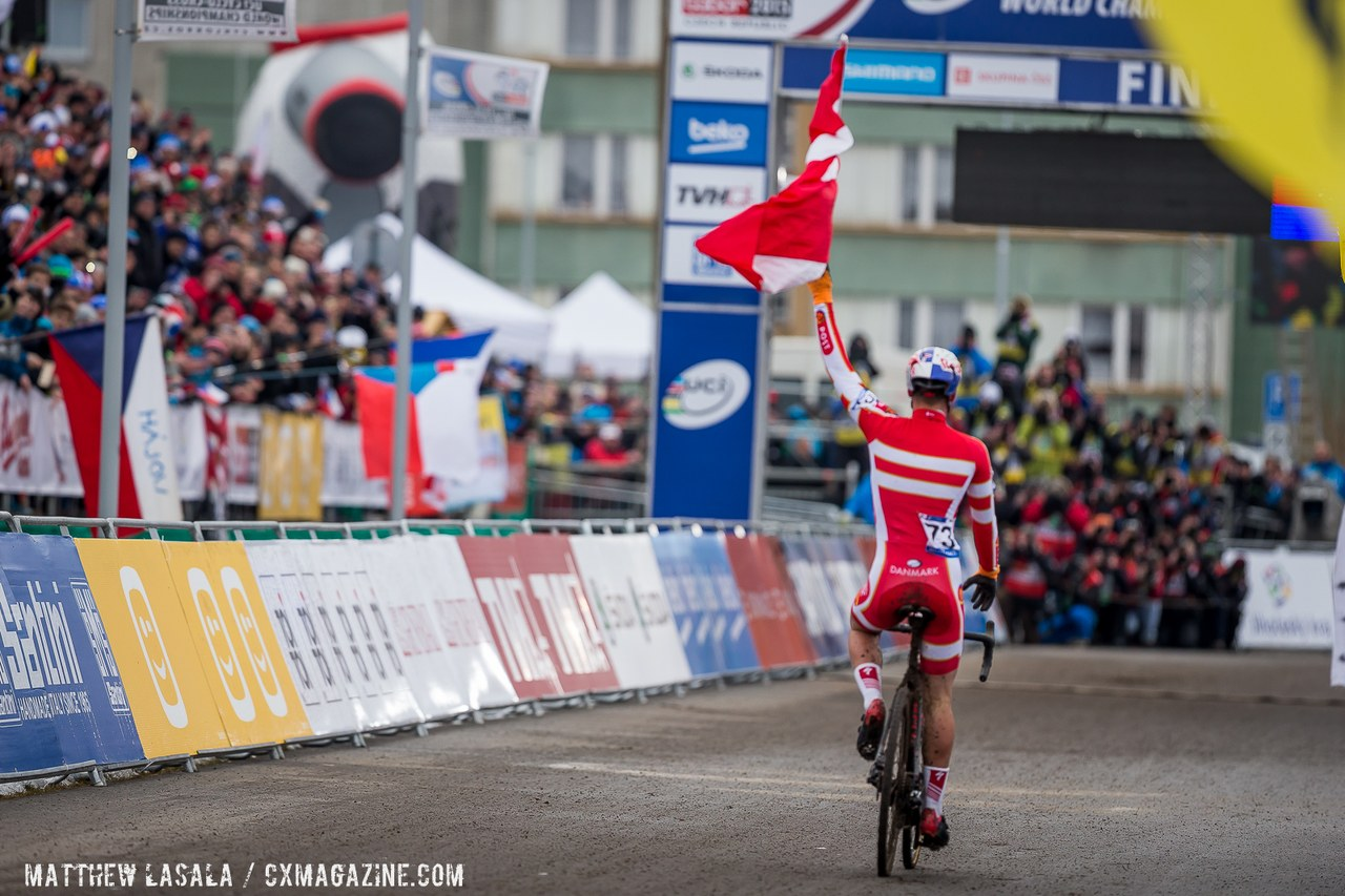 simon-andreassen-had-time-to-grab-a-flag-wheelie-and-salute-the-fans-multiple-times-matthew-lasala-cyclocross-magazine