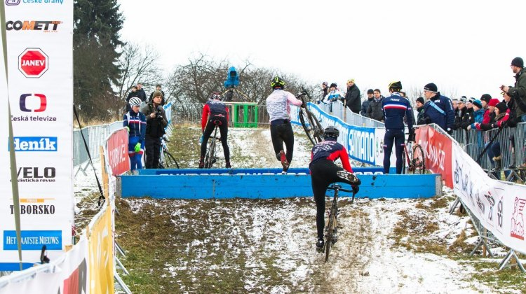 The French riders are keeping a close eye on the American form as both countries practice the barriers. © Mike Albright/Cyclocross Magazine