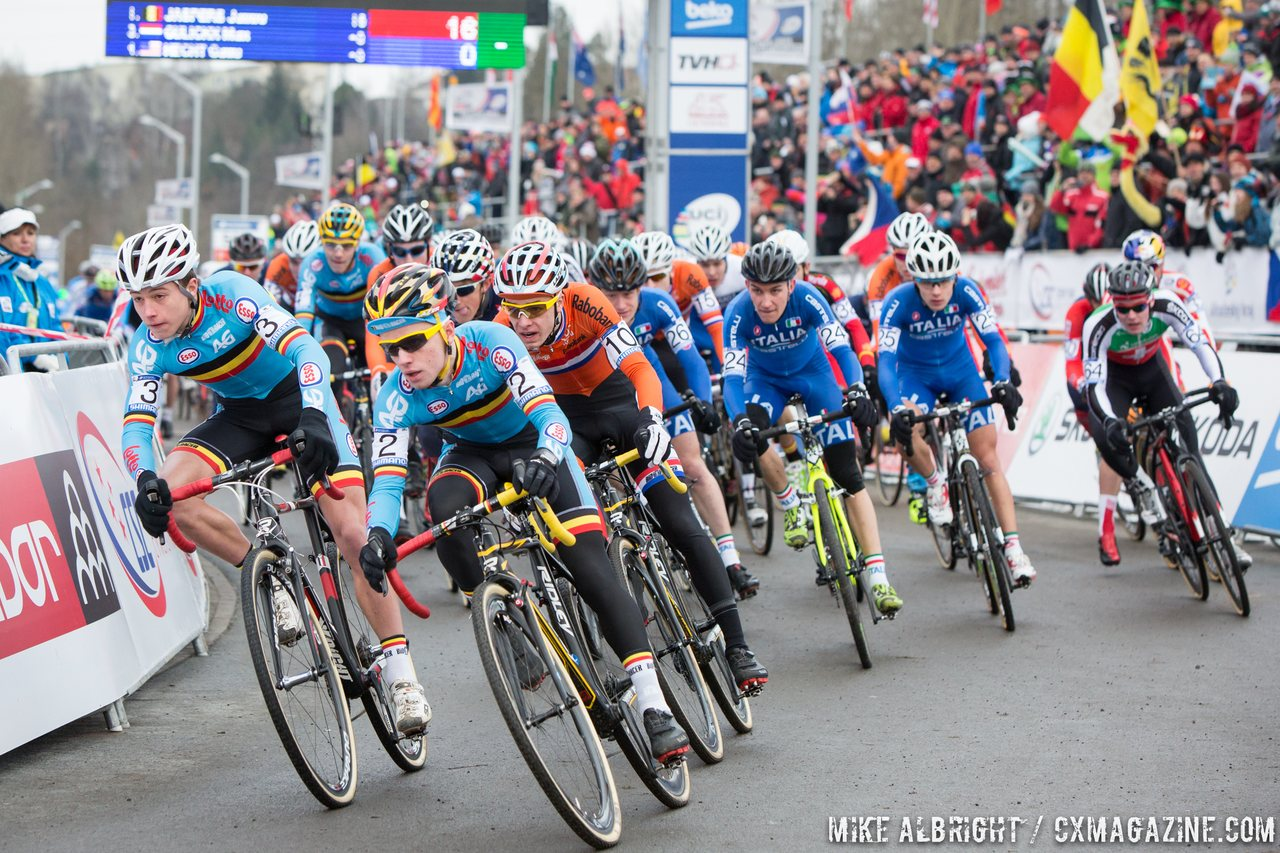 the-start-of-the-2015-junior-mens-world-championship-race-in-tabor-mike-albright-cyclocross-magazine