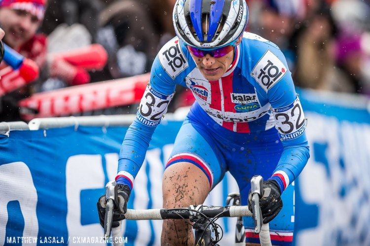 Nash factored in the race, overcoming a slower start to make the lead group, before two untimely crashes in the last few turns took her out of medal contention. Elite Women, 2015 Cyclocross World Championships. © Mathew Lasala / Cyclocross Magazine
