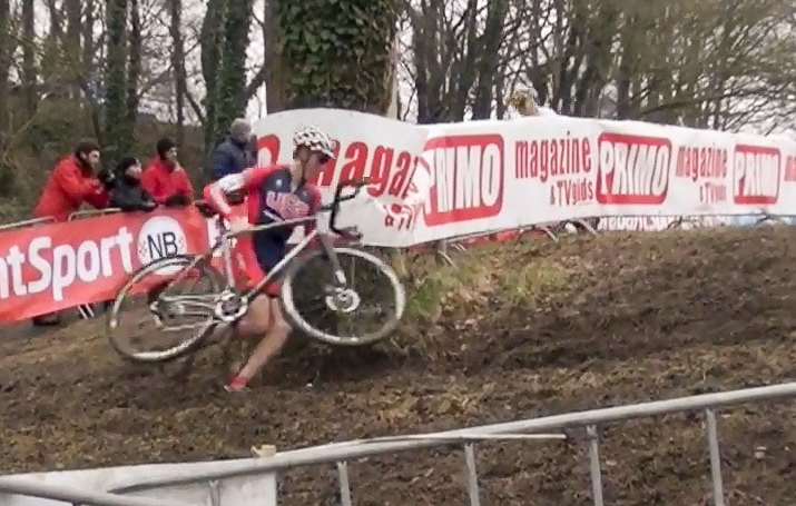 Gage Hecht (USA) leads the entire Junior Men's field at the 2015 Hoogerheide World Cup. photo: iserfylm screenshot