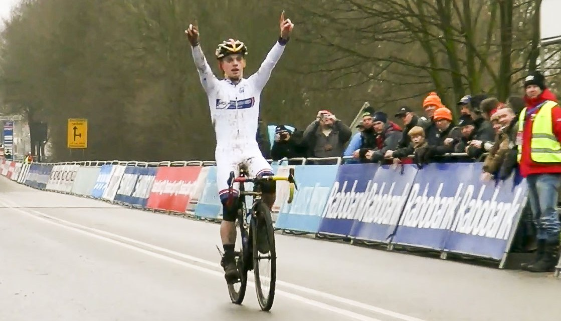 Eli Iserbyt dominated the Junior Men's race in Hoogerheide and wrapped his overall World Cup win.