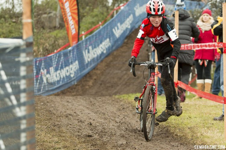 Even boys 9 or 10 years old can look pro on dismounts. © Cyclocross Magazine