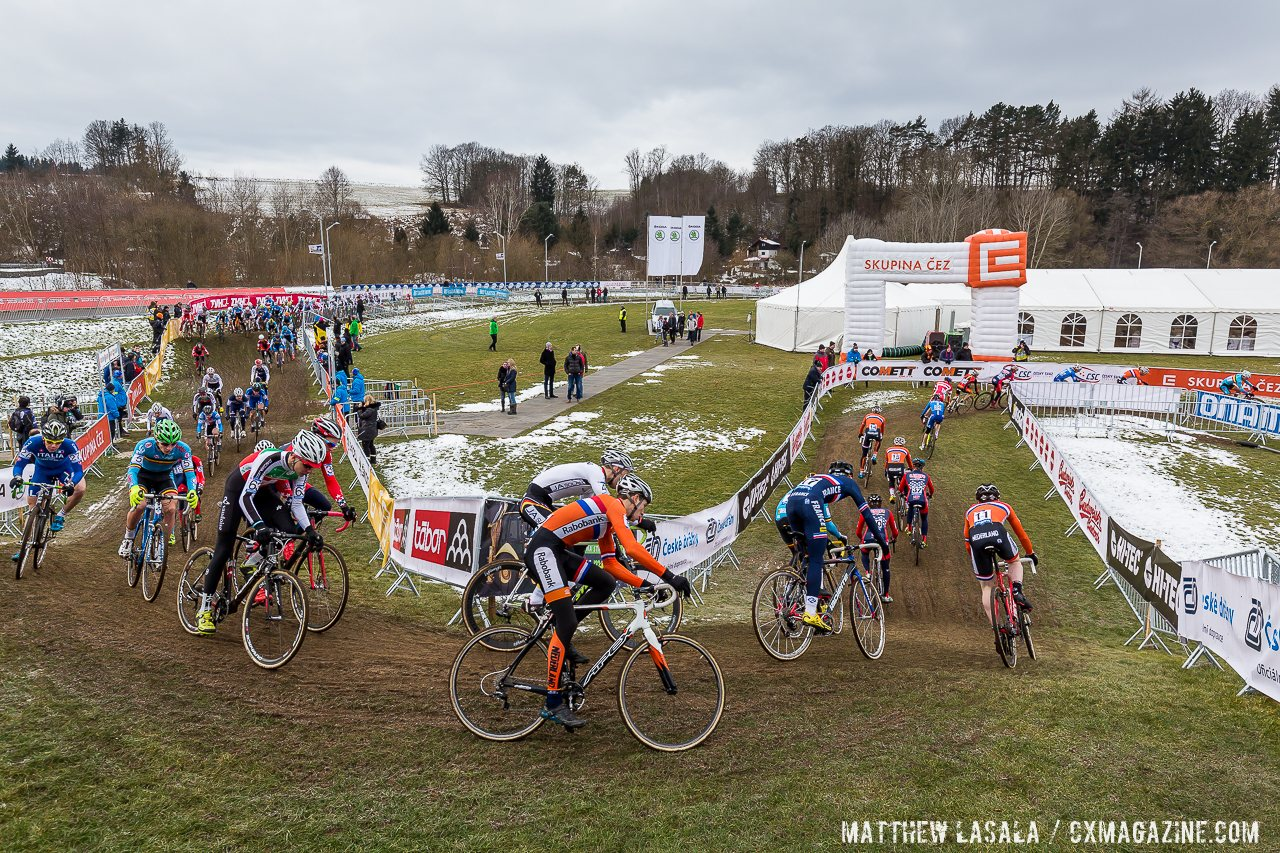 the-long-stretched-pack-of-the-junior-mens-field-the-largest-of-the-weekend-mathew-lasala-cyclocross-magazine