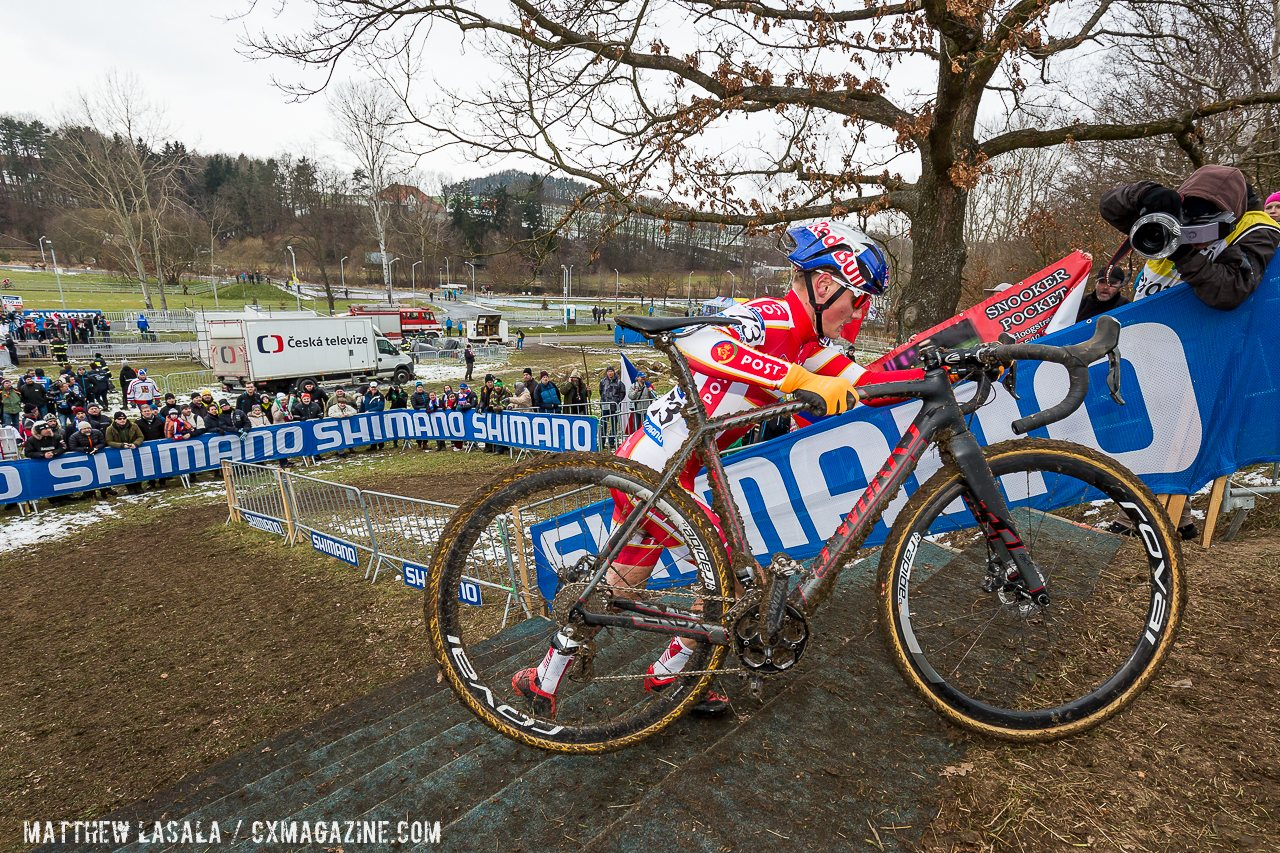simon-andreassen-carried-and-hopped-his-di2-equipped-specialized-crux-to-the-junior-mens-win-in-tabor-mathew-lasala-cyclocross-magazine